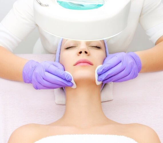 Procedure of Jet peel with vitamins